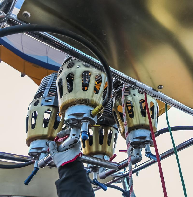 Ένας καυστήρας αερίου προπανίου συστημάτων τετραγώνων για τα μπαλόνια ζεστού αέρα στοκ εικόνες
