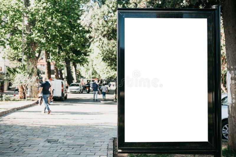 Ένας κενός πίνακας διαφημίσεων για την υπαίθρια διαφήμιση στοκ εικόνα