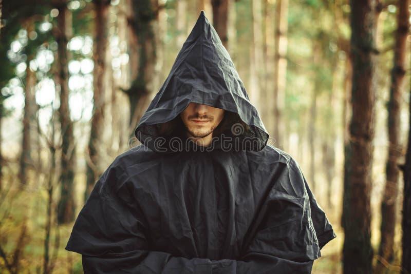 Ένας μοναχός στην κουκούλα στοκ φωτογραφία