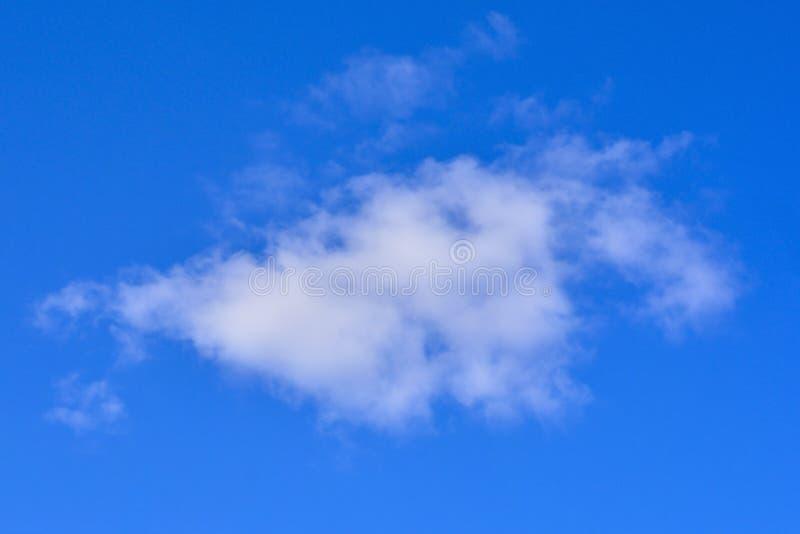Ένας μπλε ουρανός σύννεφων στοκ φωτογραφία
