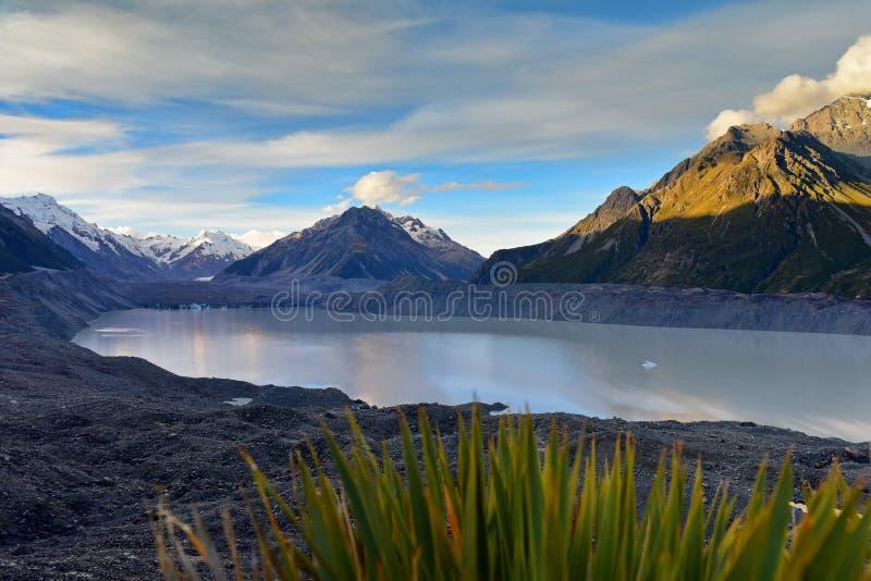 Ένας να συρρικνωθεί Tasman παγετώνας και περιβάλλοντα βουνά χιονιού στο Καντέρμπουρυ στοκ φωτογραφίες