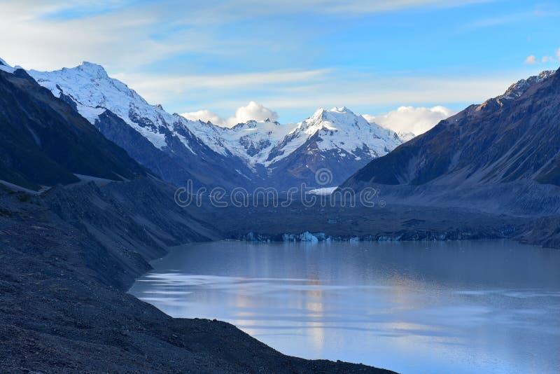 Ένας να συρρικνωθεί Tasman παγετώνας και περιβάλλοντα βουνά χιονιού στο Καντέρμπουρυ στοκ εικόνες