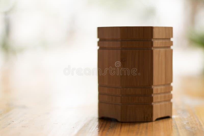 Ένας ξύλινος κάτοχος άτομο-τύπου στοκ εικόνα με δικαίωμα ελεύθερης χρήσης