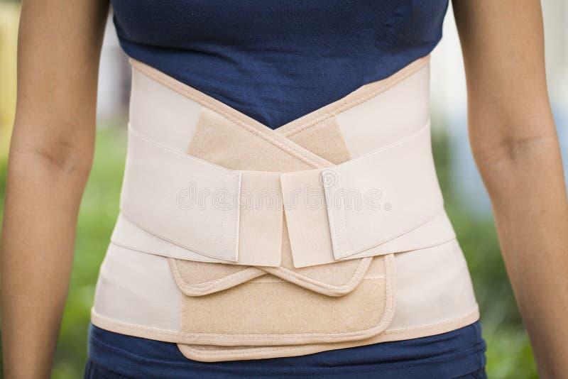 Ένας πίσω υποστηρικτής για την ανακούφιση πόνου ραχιαίων μυών στοκ φωτογραφία με δικαίωμα ελεύθερης χρήσης