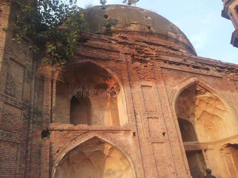 Ένας παλαιός τάφος σε μια ιστορική θέση: στοκ φωτογραφίες με δικαίωμα ελεύθερης χρήσης