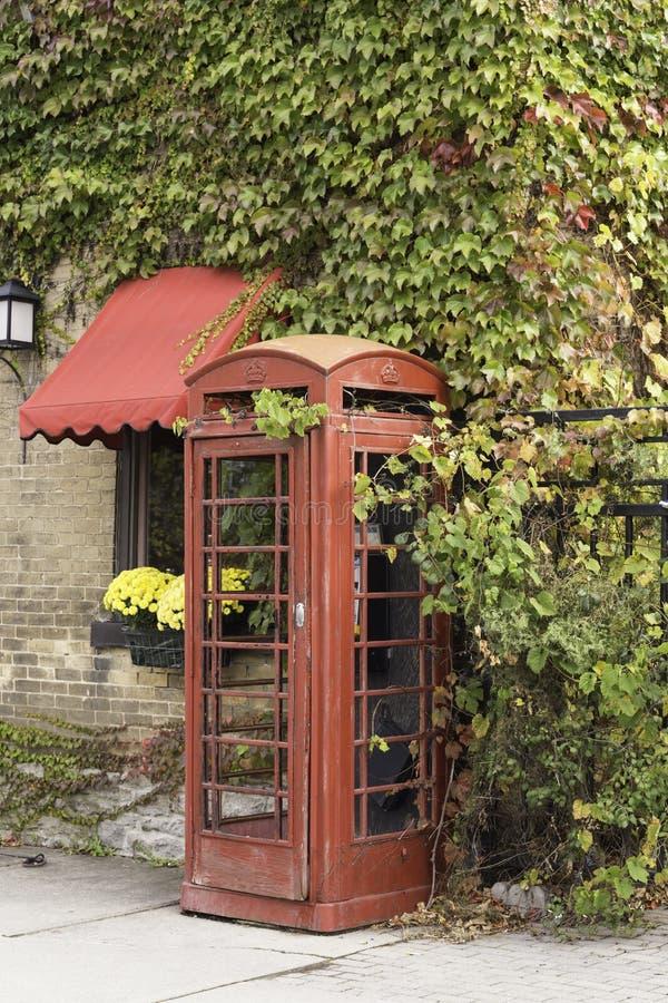 Ένας παλαιός τηλεφωνικός θάλαμος ύφους στοκ εικόνες