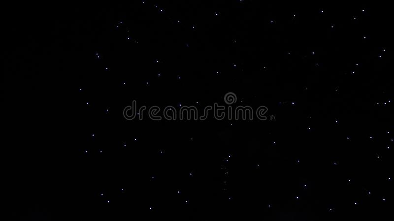 Ένας πραγματικός σκοτεινός νυχτερινός ουρανός με την αφθονία των μαγικών αστεριών στοκ φωτογραφία