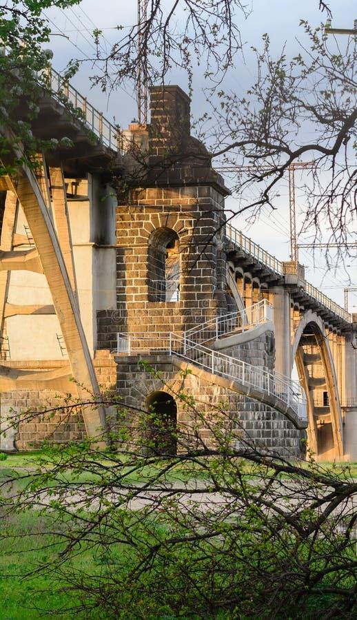 Ένας πύργος για τις φρουρές στη γέφυρα merefa-Kherson στο Dnieper στοκ φωτογραφία με δικαίωμα ελεύθερης χρήσης