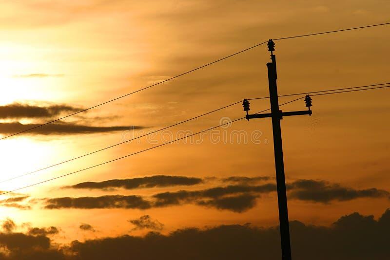 Ένας πύργος μετάδοσης ή ο πύργος δύναμης, είναι μια ψηλή δομή, συνήθως ένας πύργος δικτυωτού πλέγματος χάλυβα, που χρησιμοποιείτα στοκ εικόνες με δικαίωμα ελεύθερης χρήσης
