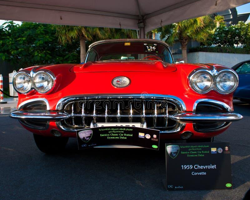 Ένας δρόμωνας Chevrolet του 1959 είναι στην επίδειξη αυτοκινήτων του κλασικού φεστιβάλ αυτοκινήτων εμιράτων στοκ εικόνα