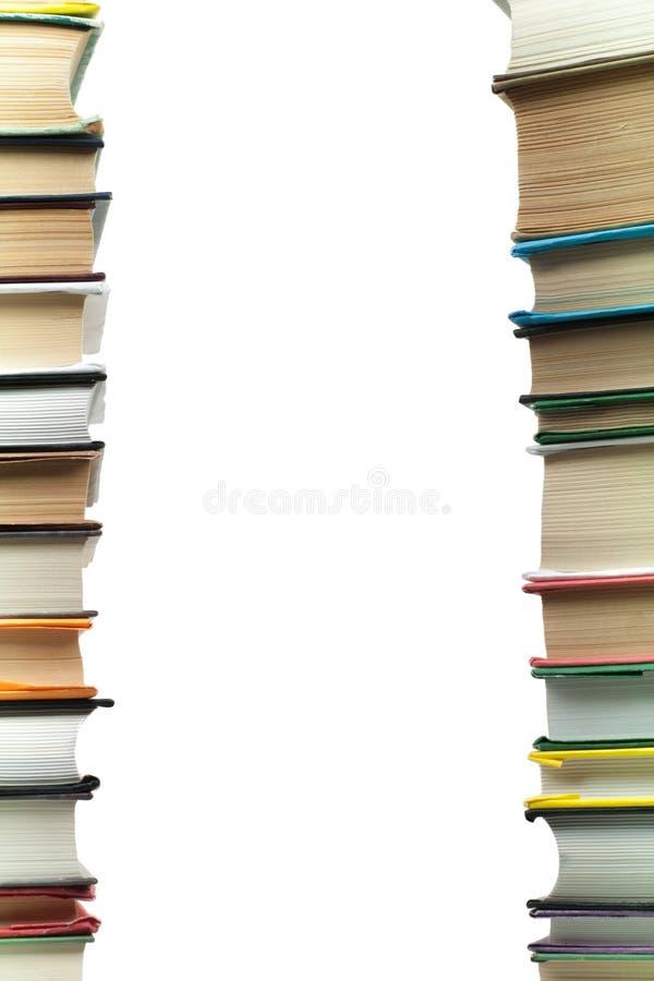 Ένας σωρός των βιβλίων στο άσπρο υπόβαθρο διάστημα αντιγράφων για το κείμενό σας Ιδέες για την επιχείρηση και self-development με στοκ εικόνες