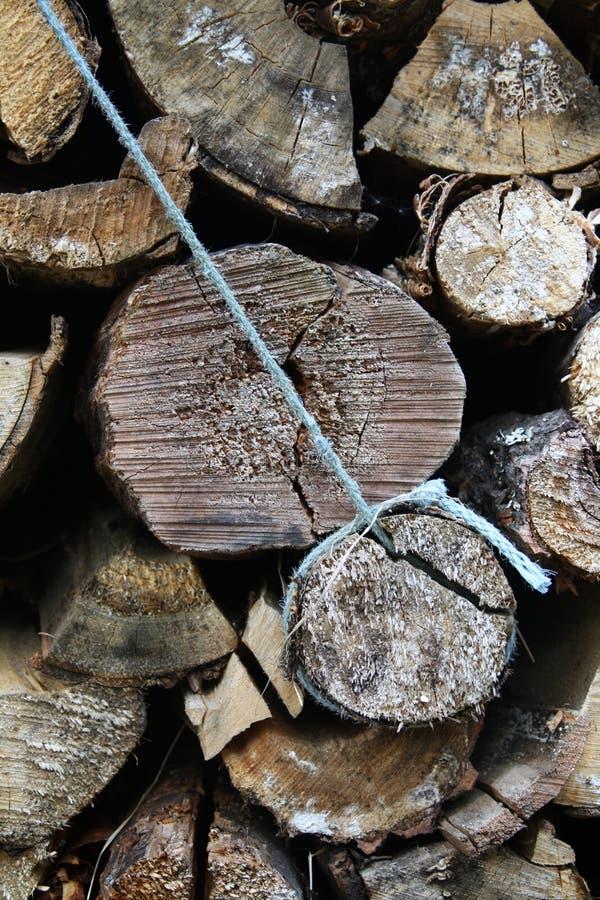 Ένας σωρός των ξύλινων κούτσουρων Φινλανδία Lapland στοκ εικόνες