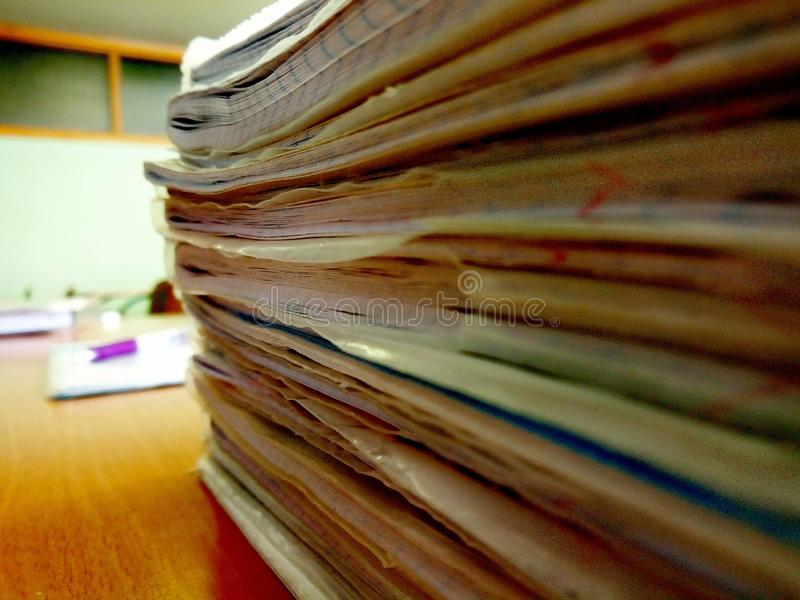 Ένας σωρός των σχολικών σημειωματάριων στοκ φωτογραφία