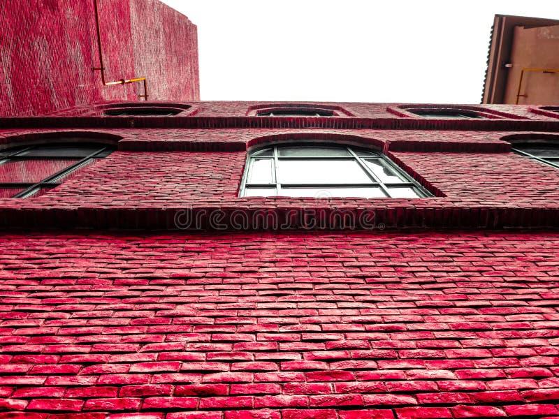 Ένας φωτεινός κόκκινος τοίχος στοκ εικόνες με δικαίωμα ελεύθερης χρήσης