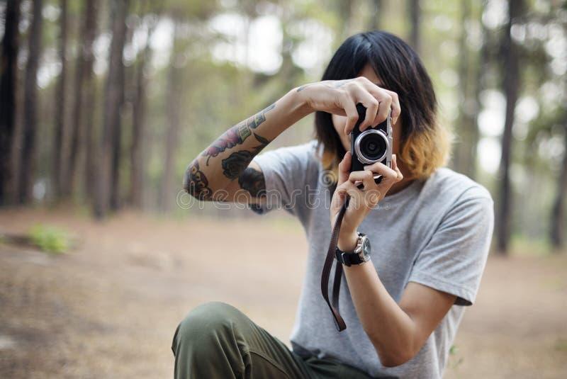Ένας φωτογράφος στο δάσος στοκ φωτογραφίες με δικαίωμα ελεύθερης χρήσης