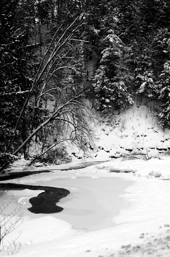 Ένας χειμερινός άνεμος ποταμός στοκ εικόνα