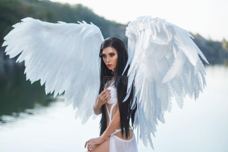 Ένας όμορφος λευκός αρχάγγελος στοκ φωτογραφία
