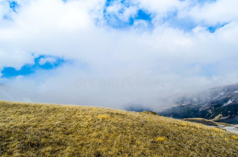 Ένας λόφος μέσα στο σύννεφο στοκ φωτογραφίες