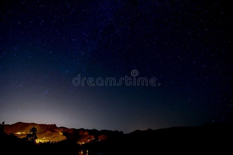 Έναστρος νυχτερινός ουρανός στοκ εικόνες με δικαίωμα ελεύθερης χρήσης