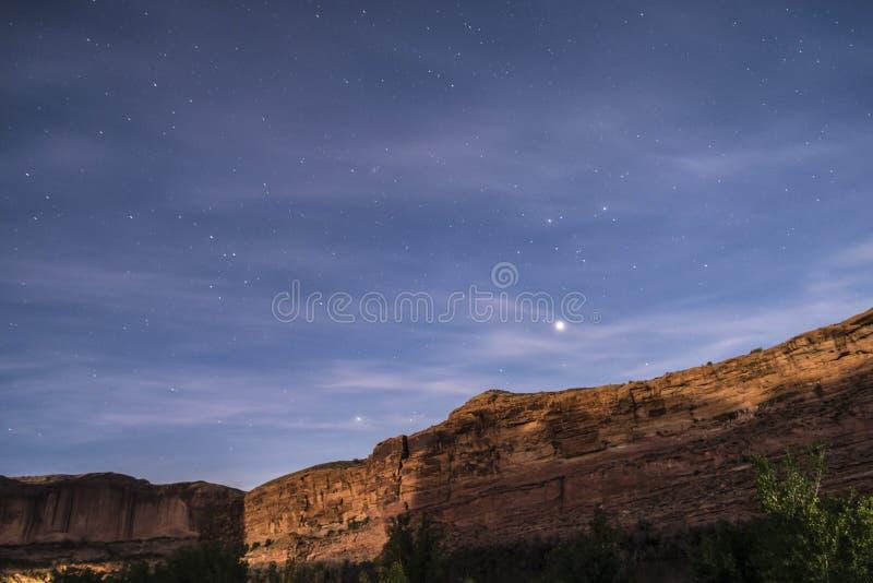 Έναστρος ουρανός νύχτας κοντά Porcupine στο ίχνος Moab Γιούτα κορυφογραμμών στοκ φωτογραφίες με δικαίωμα ελεύθερης χρήσης