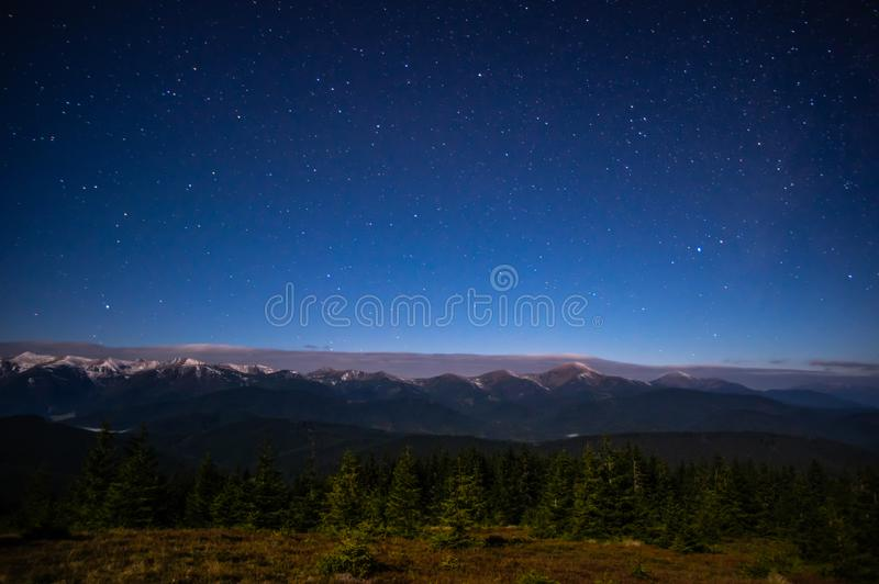 Έναστρος ουρανός Carpathians στοκ φωτογραφία