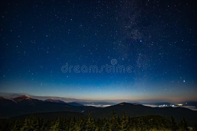 Έναστρος ουρανός Carpathians στοκ εικόνες με δικαίωμα ελεύθερης χρήσης