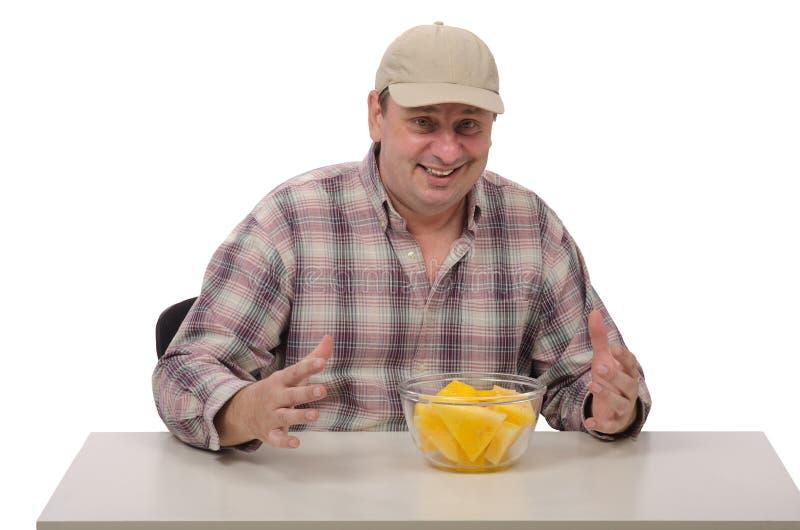 Ένα άτομο είναι έτοιμο να δοκιμάσει το κίτρινο καρπούζι στοκ φωτογραφία με δικαίωμα ελεύθερης χρήσης