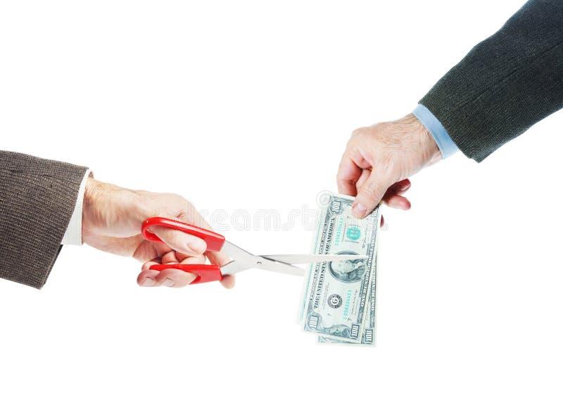 Ένα άτομο κρατά τους λογαριασμούς δολαρίων και τις άλλες περικοπές αυτοί στο μισό στοκ φωτογραφία με δικαίωμα ελεύθερης χρήσης