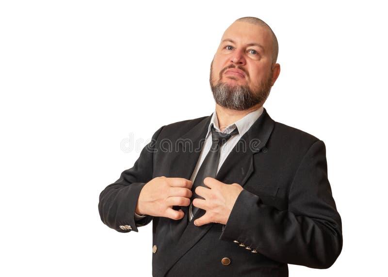 Ένα άτομο της αλαζονικής εμφάνισης σε ένα σακάκι με έναν δεσμό και μια γενειάδα στοκ εικόνα