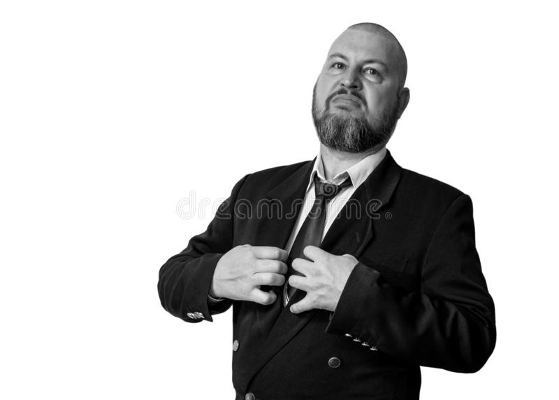 Ένα άτομο της αλαζονικής εμφάνισης σε ένα σακάκι με έναν δεσμό και μια γενειάδα στοκ φωτογραφίες
