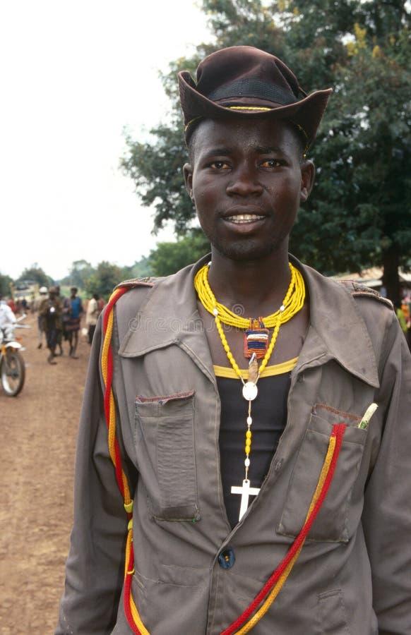Ένα άτομο Karamojong που φορά έναν σταυρό. στοκ εικόνες