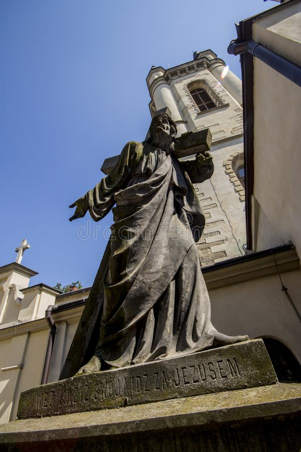 Ένα αρχαίο άγαλμα του Ιησούς Χριστού στο προαύλιο της αρχαίας αρμενικής εκκλησίας σε Lviv Ουκρανία στοκ φωτογραφίες