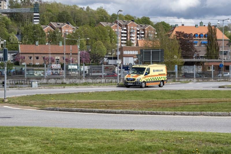 Ένα ασθενοφόρο που επιταχύνει μέσω της κυκλοφορίας στοκ φωτογραφίες με δικαίωμα ελεύθερης χρήσης