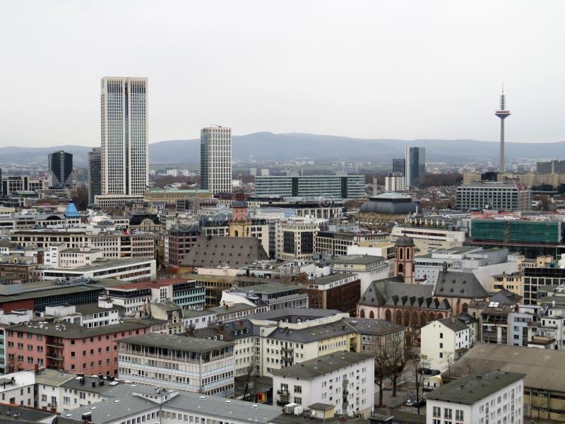 Ένα βλέμμα στους ουρανοξύστες στη Φρανκφούρτη Αμ Μάιν στη Γερμανία στοκ εικόνα