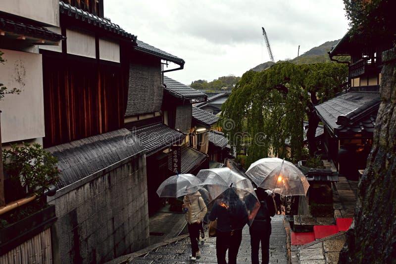 Ένα βροχερό απόγευμα στο Κιότο, Ιαπωνία στοκ εικόνα