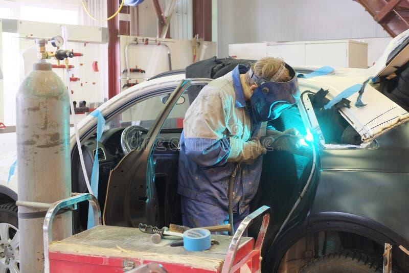Ένα γκαράζ επισκευής αυτοκινήτων στοκ φωτογραφίες με δικαίωμα ελεύθερης χρήσης