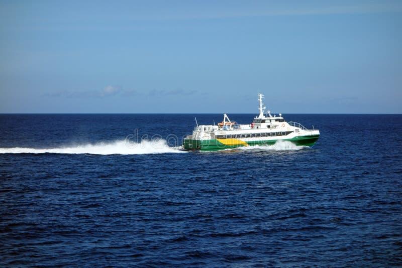 Ένα γρήγορο πορθμείο νησιών στις Καραϊβικές Θάλασσες στοκ φωτογραφία