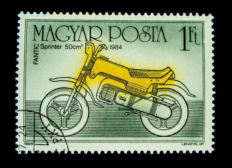 Ένα γραμματόσημο που τυπώνεται στην Ουγγαρία παρουσιάζει σε μια εικόνα ενός κίτρινου Fantic Sprinter 50 cm3 μοτοσικλέτα του 1984 στοκ εικόνα με δικαίωμα ελεύθερης χρήσης
