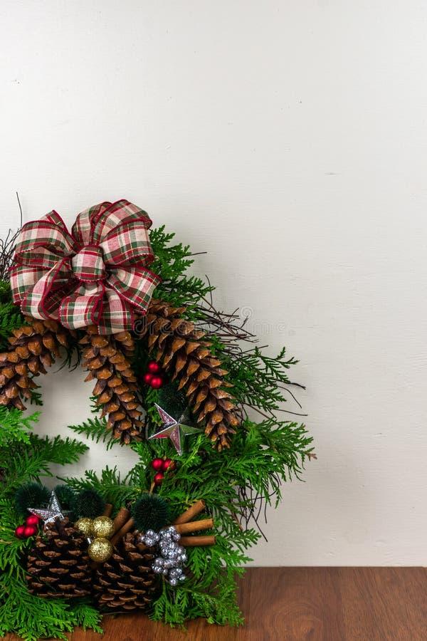 Ένα διακοσμημένο στεφάνι για τα Χριστούγεννα στοκ φωτογραφίες