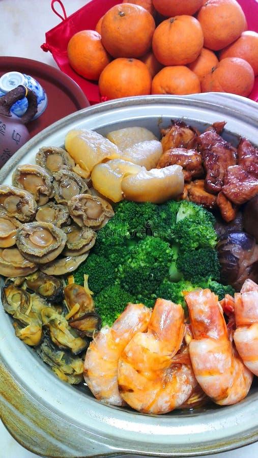 Ένα δοχείο goodies, κύπελλο θησαυρών για το κινεζικό νέο γεύμα έτους στοκ φωτογραφίες