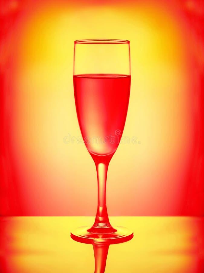 Ένα εορταστικό stemware με το κρασί στοκ εικόνες
