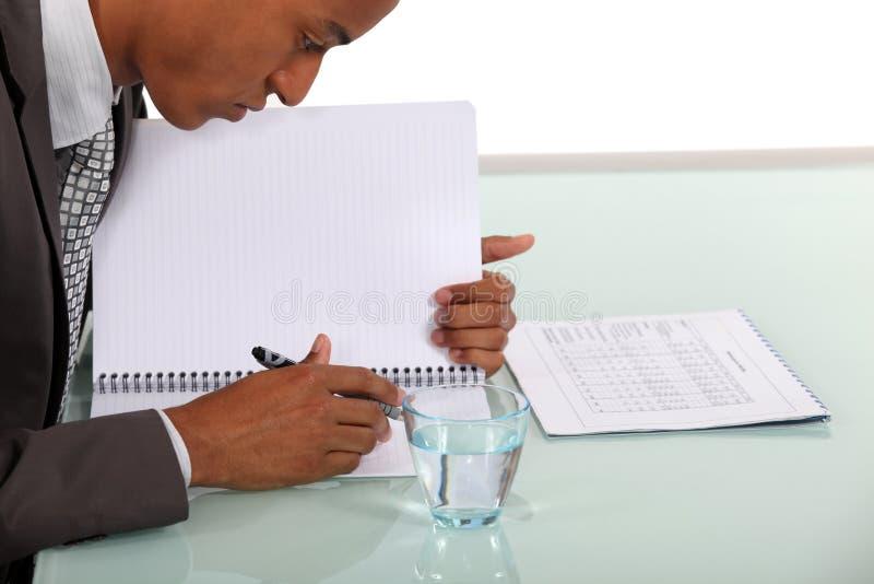 Ένα εργατικό άτομο στοκ εικόνες