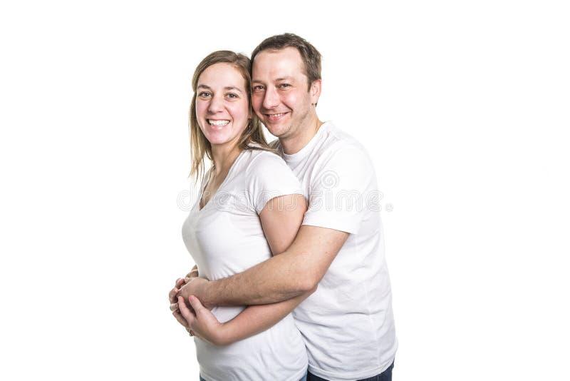 Ένα ευτυχές ζεύγος που απομονώνεται στο άσπρο υπόβαθρο Ελκυστικοί άνδρας και γυναίκα που είναι εύθυμοι στοκ φωτογραφίες με δικαίωμα ελεύθερης χρήσης