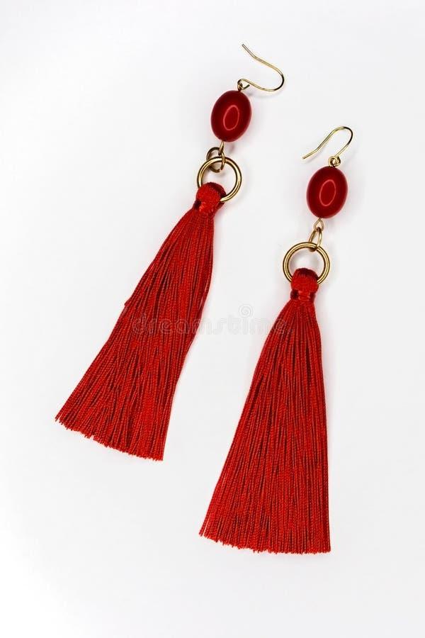 Ένα ζευγάρι των όμορφων σκουλαρικιών του κόκκινου χρώματος στοκ φωτογραφίες με δικαίωμα ελεύθερης χρήσης