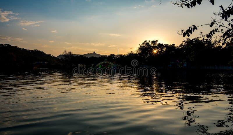 Ένα ηλιοβασίλεμα λιμνών στοκ φωτογραφία με δικαίωμα ελεύθερης χρήσης
