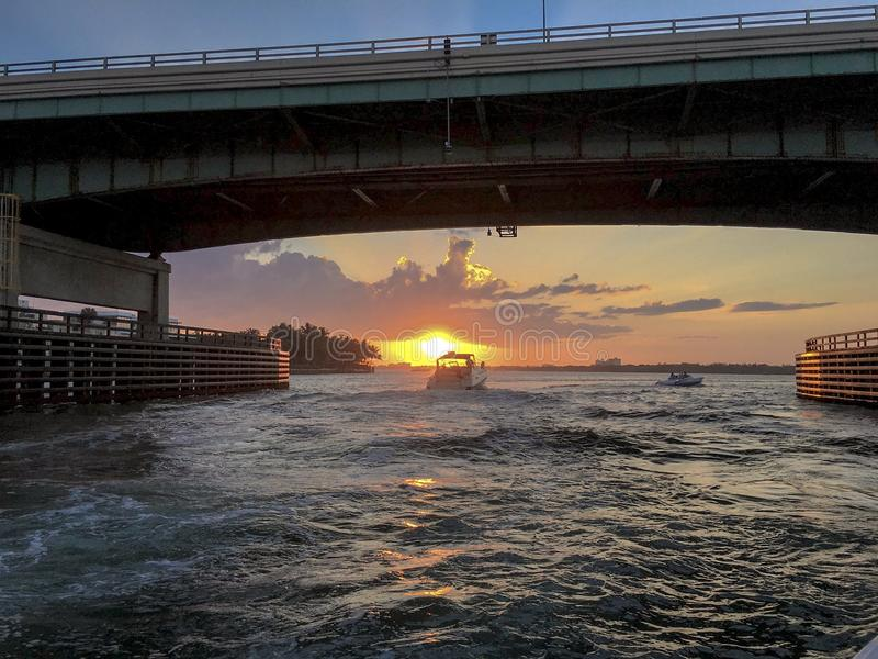 Ένα ηλιοβασίλεμα κωπηλασίας στοκ εικόνα με δικαίωμα ελεύθερης χρήσης