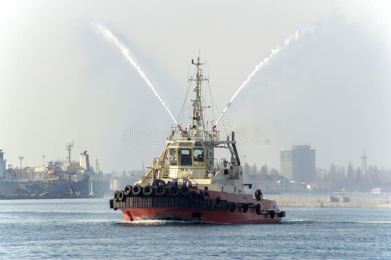 Ένα θαλάσσιο ρυμουλκό που εκτελεί την εργασία στο λιμένα της Οδησσός ι στοκ φωτογραφία με δικαίωμα ελεύθερης χρήσης