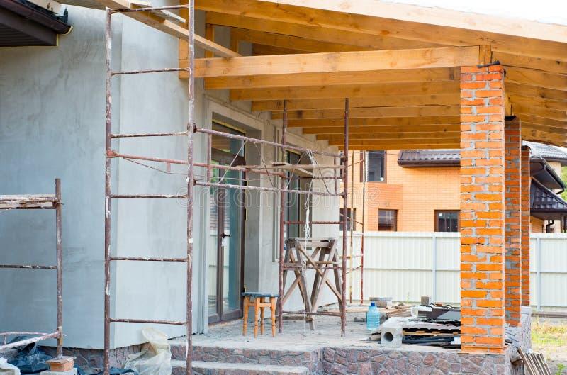 Ένα ιδιωτικό σπίτι κατασκευάζεται Οικοδόμηση ενός ιδιωτικού σπιτιού W στοκ φωτογραφία με δικαίωμα ελεύθερης χρήσης