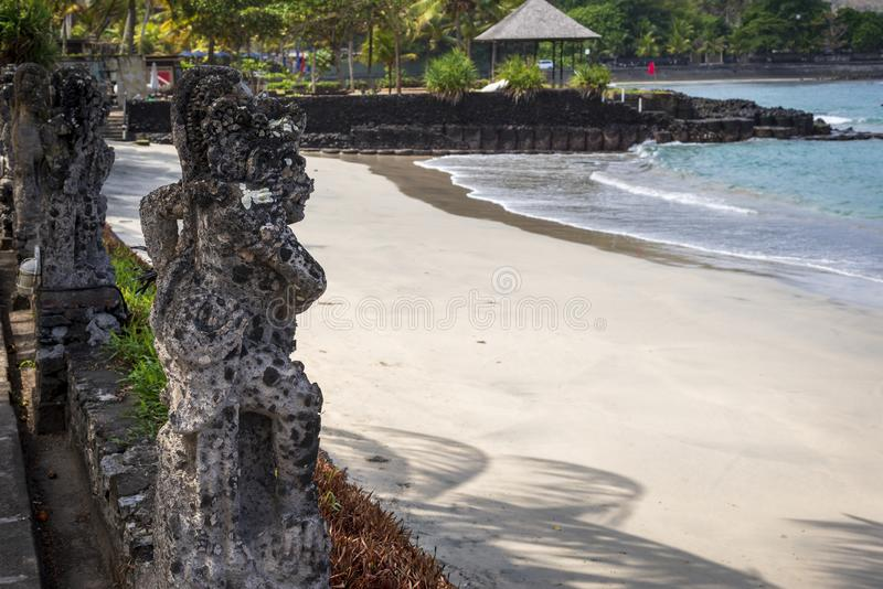 Ένα ινδό άγαλμα στην παραλία Candidasa, Μπαλί στοκ φωτογραφίες