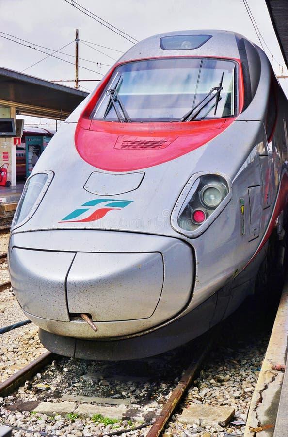 Ένα ιταλικό τραίνο υψηλής ταχύτητας στο σταθμό της Βενετίας στοκ φωτογραφία με δικαίωμα ελεύθερης χρήσης